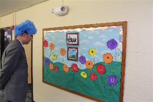 6 / 65 & Slideshows / Dr. Seuss - Door Decorating Contest